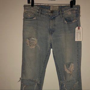 Current Elliot straight leg boyfriend light jeans